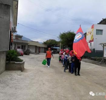 石棉县社工协会组织乡村儿童开展春游拓展活动