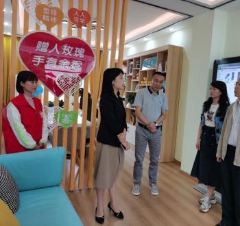 市委常委王加良率队调研汉源县三强村群团组织社会服务中心建设